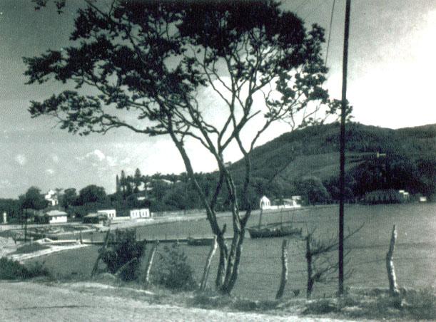 http://www.morrodomoreno.com.br/Downloads/Cais_Prainha_1940.jpg
